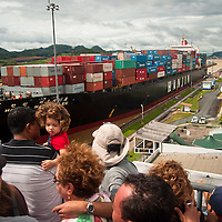 THE PANAMA CANAL / EL CANAL DE PANAMÁ
