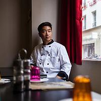 """Le restaurant """"La Taverne de Zhao"""" a Paris propose une cuisine traditionnelle de la region centrale Shaanxi de Chine. Portrait de Baoyan Zhao, chef du restaurant."""