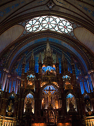The Notre-Dame parish was founded in 1642 by Paul de Maisonneuve. James O'Donnell was the Basilica's architect. Victor Bourgeau designed the interior, in which the altar contains the Christ's sacrifice in four sculptures surrouding...A paroquia de Notre-Dame foi fundada em 1642 por Paul de Maisonneuve. James O'Donnell foi o arquiteto da Basilica. Victor Bourgeau desenhou o interior em cujo altar quatro esculturas mostram o sacrificio de Cristo.