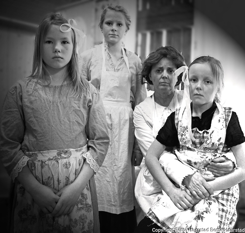 Preparing the play Alias Belle Gunness, Granby Gård in Selbu. Prøver på forestillingen Alias Belle Gunness, musikkteater om massemorderen som var født i Selbu, og som utvandret til Amerika.
