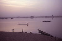 Bathing and canoeing at the Niger River, Mopti, Mali, West Africa - photograph by Owen Franken