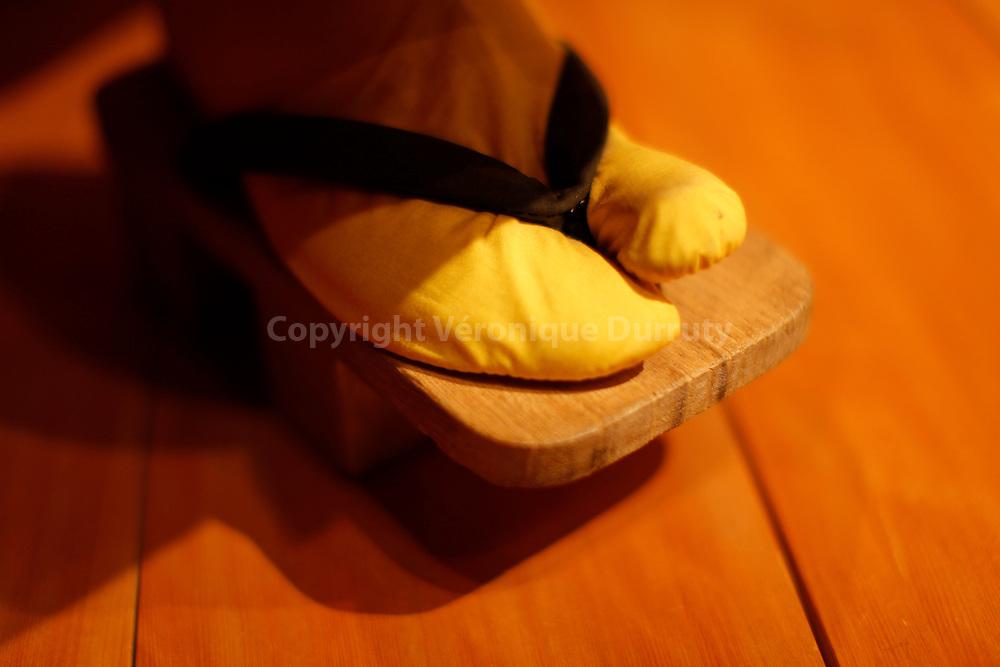 Traditional Japanese theater,  : Kabuki  ( details of shoe ) // Détail de chaussures d'un spectacle de Kabuki, theatre traditionnel japonais. Tokyo, Honshu, Japon