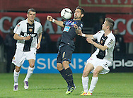 Portugal, FUNCHAL : Nacional's Sloven midfielder Rene Mihelic (R) vies with Porto´s midfielder Joao Moutinho (L) during their Portuguese league football match at Madeira Stadium in Funchal on March 16, 2012. PHOTO/ GREGORIO CUNHA.Estadio da Madeira, Funchal, Liga Portuguesa de futebol, Nacional vs Porto. .Moutinho e Mihelic.Foto Gregório Cunha
