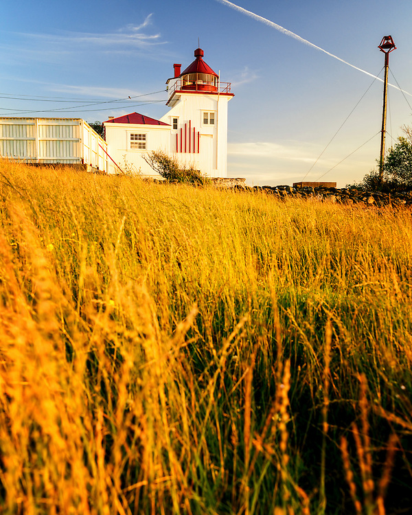 Tungenes lighthouse and the field below.