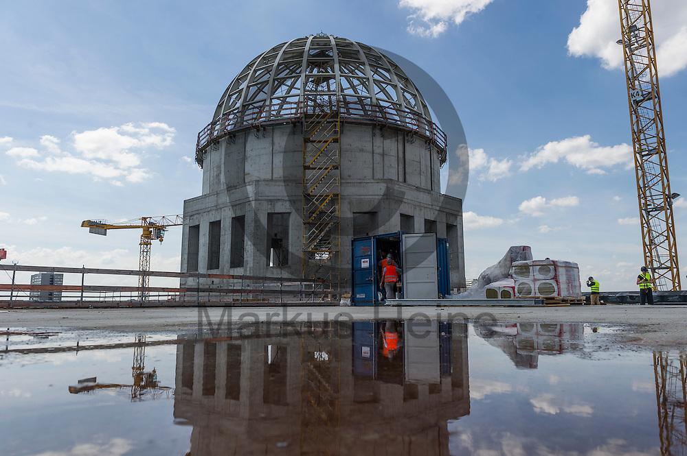Die Kuppel des Humboldt Forum ist am 03.06.2016 in Berlin, Deutschland vom Dach aus zu sehen. Zu den diesj&auml;hrigen Tagen der offenen Baustelle am 11. und 12. Juni &ouml;ffnet die Stiftung Humboldt Forum im Berliner Schloss unter anderem die Dachterrasse f&uuml;r das Publikum. Foto: Markus Heine / heineimaging<br /> <br /> ------------------------------<br /> <br /> Ver&ouml;ffentlichung nur mit Fotografennennung, sowie gegen Honorar und Belegexemplar.<br /> <br /> Bankverbindung:<br /> IBAN: DE65660908000004437497<br /> BIC CODE: GENODE61BBB<br /> Badische Beamten Bank Karlsruhe<br /> <br /> USt-IdNr: DE291853306<br /> <br /> Please note:<br /> All rights reserved! Don't publish without copyright!<br /> <br /> Stand: 06.2016<br /> <br /> ------------------------------auf der Baustelle des Humboldt Forum am 03.06.2016 in Berlin, Deutschland. Zu den diesj&auml;hrigen Tagen der offenen Baustelle am 11. und 12. Juni &ouml;ffnet die Stiftung Humboldt Forum im Berliner Schloss unter anderem die Dachterrasse f&uuml;r das Publikum. Foto: Markus Heine / heineimaging<br /> <br /> ------------------------------<br /> <br /> Ver&ouml;ffentlichung nur mit Fotografennennung, sowie gegen Honorar und Belegexemplar.<br /> <br /> Bankverbindung:<br /> IBAN: DE65660908000004437497<br /> BIC CODE: GENODE61BBB<br /> Badische Beamten Bank Karlsruhe<br /> <br /> USt-IdNr: DE291853306<br /> <br /> Please note:<br /> All rights reserved! Don't publish without copyright!<br /> <br /> Stand: 06.2016<br /> <br /> ------------------------------