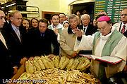Bénédiction des navetttes au four du même nom à marseille par mgr Georges Pontier, Archevêque de Marseille.