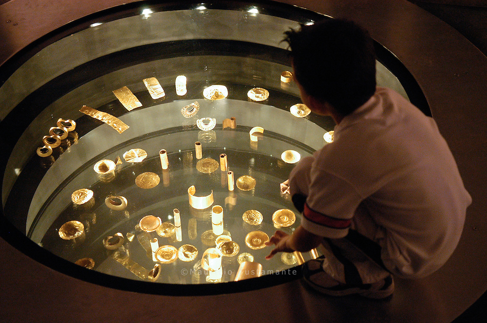 El Museo del Oro del Banco de la República de Colombia preserva e investiga una de las más importantes colecciones de metalurgia prehispánica del mundo. A lo largo de una historia que se remonta a 1939, esta institución se ha convertido en un emblema de la memoria cultural de Colombia.