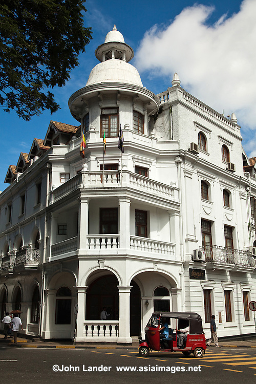 Queens Hotel Kandy is one of the colonial heritage hotels of the Ceylon Hotels Group, owned by the Galle Face Hotel.  Located virturally next door to the Temple of the Sacred Tooth, it is one of the landmarks of Kandy.