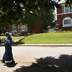 Photo by @TeakPhillips<br /> <br /> Sister Mary Paschal of the Society of Our Mother of Peace went door-to-door in St. Augustine Parish in north St. Louis to proclaim the #Gospel message. She was in the  Visitation Park neighborhood with sisters Mary Grace and Mary Monica, right. Members of the Society of Our Mother of Peace live in contemplative solitude but stress evangelization and material simplicity and evangelical poverty.  See more ar stlouisreview.com/bjD   #Catholic #christ #Christian #STL