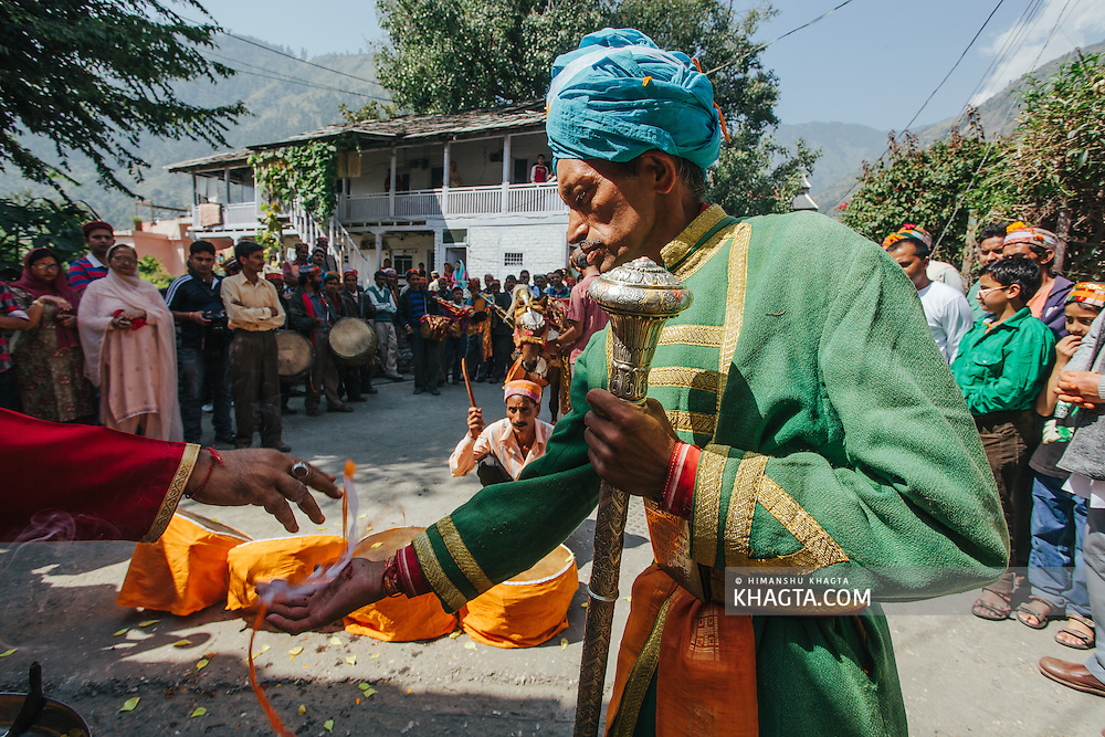 Sewak of Shri Raghunath Ji Maharaj and Shri Nar Singh Ji Maharaj performing rituals before leaving for Dhalpur ground on Kullu Dusshera. Kullu Dussehra is the Dussehra festival observed in the month of October in Himachal Pradesh state in northern India. It is celebrated in the Dhalpur maidan in the Kullu valley. Dussehra at Kullu commences on the tenth day of the rising moon, i.e. on 'Vijay Dashmi' day itself and continues for seven days. Its history dates back to the 17th century when local King Jagat Singh installed an idol of Raghunath on his throne as a mark of penance. After this, god Raghunath was declared as the ruling deity of the Valley.