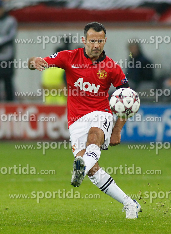 27.11.2013, BayArena, Leverkusen, GER, UEFA CL, Bayer Leverkusen vs Manchester United, Gruppe A, im Bild Ryan Giggs #11 (Manchester United) schiesst den Ball, den Strafraum Freisteller, Cutout // during UEFA Champions League group A match between Bayer Leverkusen vs Manchester United at the BayArena in Leverkusen, Germany on 2013/11/28. EXPA Pictures &copy; 2013, PhotoCredit: EXPA/ Eibner-Pressefoto/ Grimme<br /> <br /> *****ATTENTION - OUT of GER*****