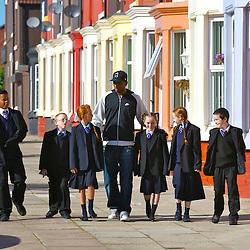 071005 Ryan Babel Visits School