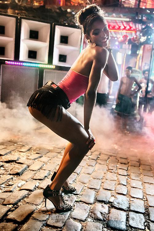 Video shoot of the &quot;Vira a Cara&quot; clip for DJ Leo Justi / Heavy Baile at Vila Mimosa, popular prostitution district <br /> with Carol Rum&atilde;o, model and dancer of the music scene of Rio de Janeiro (director : Leandro HBL) //Tournage du clip &quot;Vira a Cara&quot; du DJ Leo Justi / Heavy Baile &agrave; Vila Mimosa, quartier de prostitution populaire, avec Carol Rum&atilde;o, mod&egrave;le et danseuse de la sc&egrave;nemusicale de Rio.