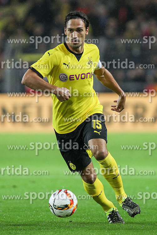 27.08.2015, Signal Iduna Park, Dortmund, GER, UEFA Euro Qualifikation, Borussia Dortmund vs Odd Grenland, Playoff, R&uuml;ckspiel, im Bild Kapitaen Mats Hummels (Borussia Dortmund #15) // during UEFA Europa League Playoff 2nd Leg match between Borussia Dortmund and Odd Grenland at Signal Iduna Park in Dortmund, Germany on 2015/08/27. EXPA Pictures &copy; 2015, PhotoCredit: EXPA/ Eibner-Pressefoto/ Schueler<br /> <br /> *****ATTENTION - OUT of GER*****