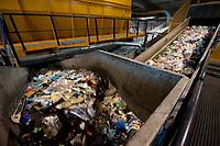 03 JAN 2012, BERLIN/GERMANY:<br /> Sortieranlage fuer Anfall / Wertstoffe aus der Gelben Tonne, Alba Recycling GmbH, Berlin-Mahlsdorf<br /> IMAGE: 20120103-01-004<br /> KEYWORDS: Wertstoffe, Recycling, Alba Group, Urban Mining, Gelber Sack, Gruener Punkt, Gr&uuml;ner Punkt, Duales System, Muell. M&uuml;ll. Verwertung