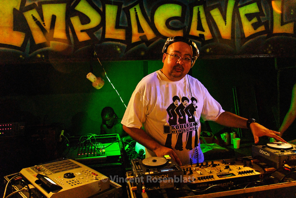 """DJ Amazing Clay  (†2011) - commanding the soundsystem Curtisom Rio """"Implacable"""" - was one of the oldest and most respected DJs on the carioca Funk scene .  Like some other famous funk DJs , he produced in his own studio,  in the northern area  of Rio de Janeiro, the hits that ould overwhelm the bailes of Big Rio. MCs from the entire city get to cover long distances to have a chance and work with a DJ such as Amazing Clay  - who had recently completed his first European Tour (in Germany and Central Europe nov-dec 2008) before to decease due to cancer.."""