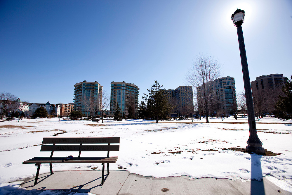 Windsor, Ontario ---10-02-19--- High end condominiums have sprung up along Windsor's waterfront with penthouse units going for $1.5 million. <br /> GEOFF ROBINS The Globe and Mail