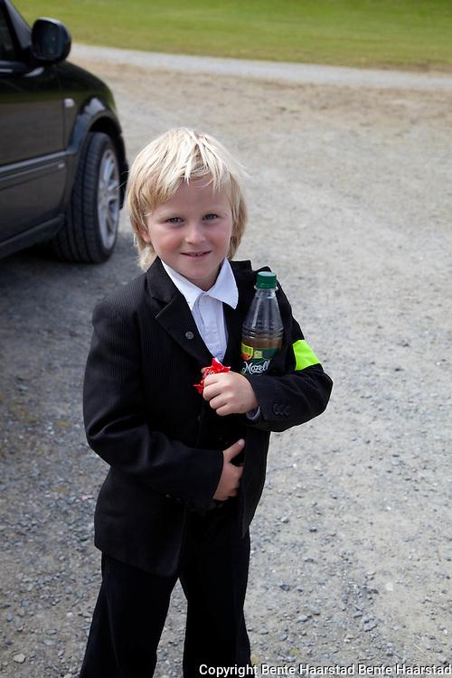 Brian Aksnes Hoseth (8) er veteran i å opptre, som tryllekunstner.