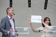 Jolande Sap kiest Arie Slob als opponent. In Utrecht vindt tijdens de introductiedagen het eerste lijsttrekkersdebat plaats voor de Tweede Kamerverkiezingen. Diederik Samsom (PvdA), Alexander Pechtold (D'66), Arie Slob (ChristenUnie), Jolande Sap (GroenLinks) en Sybrand Buma (CDA) discussieerden vooral over de zaken die studenten aangaan. Pechtold en Samsom wonnen samen het debat.<br /> <br /> Jolande Sap picks Arie Slob as opponent. At the introduction days for the Utrecht University freshmen, political leaders are debating for the first time to start the campaign for the elections of the Dutch parliament. Diederik Samsom (PvdA), Alexander Pechtold (D'66), Arie Slob (ChristenUnie), Jolande Sap (GroenLinks) and Sybrand van Haersma Buma (CDA) are debating mainly on issues concerning education. Samsom and Pechtold won this debate equally.