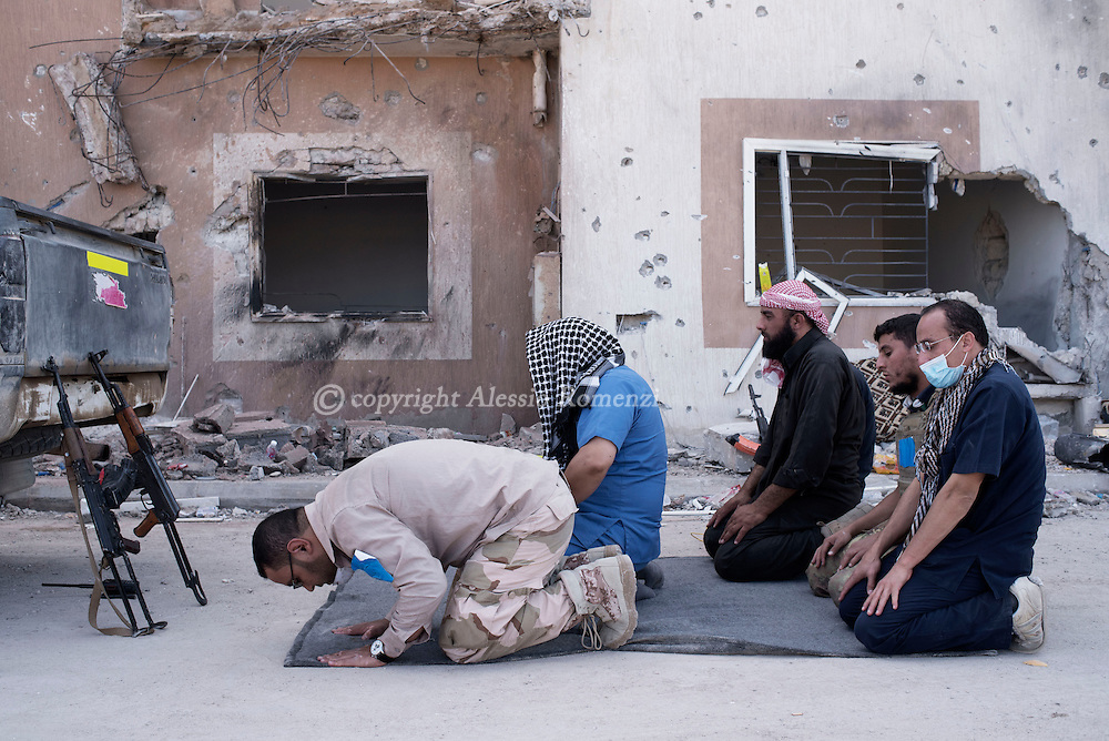Libya, Sirte: Medics and fighters of the Libyan forces affiliated to the Tripoli government pay in Al Jiza neighbourhood on the frontline with ISIS in Sirte on November 24, 2016.  Alessio Romenzi