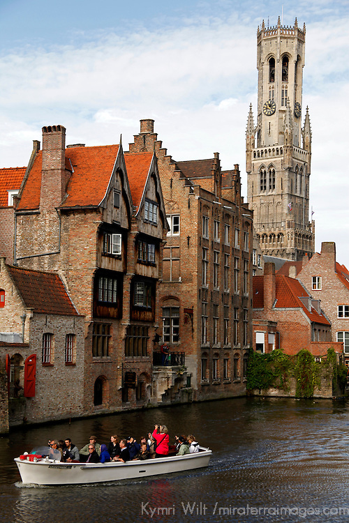 Europe, Belgium, Brugges. Canal cruise in Brugges.
