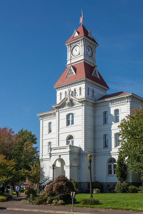 Benton County Courthouse, with clock and Lady Justice statue, in Corvallis, Oregon.