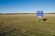 Crawford, Texas, USA.Landverkauf in der naehe der Farm Bush's..Land up for sale near outgoing President Bush's ranch..Crawford, Texas, is the hometown of outgoing President George W. Bush, who bought the Prairie Chapel Ranch, located seven miles (10 km) northwest of town, in 1999. The farm was considered the Western White House of the President, who is leaving soon for a new home in  Dallas. His departure will bring major changes to this small town (population: 705), which had in part made a living by catering to the tourist, press and protesting crowds that came to visit. At the same time they are very tired of it all and seem to be glad that life can finally get back to normal now...©Stefan Falke