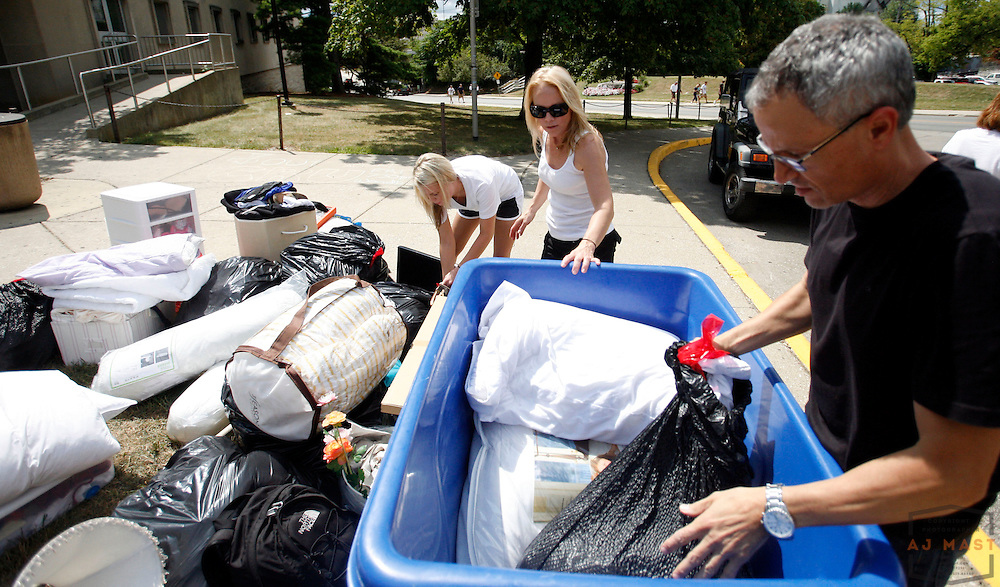 Logan Ronk, of Cincinnati, left, and her mother Kim Ronk, center, get some help from Rick Kelley  while moving Logan into her dorm at Indiana University in Bloomington, Ind., Wednesday, Aug. 27, 2008.  ( Photo by AJ Mast)