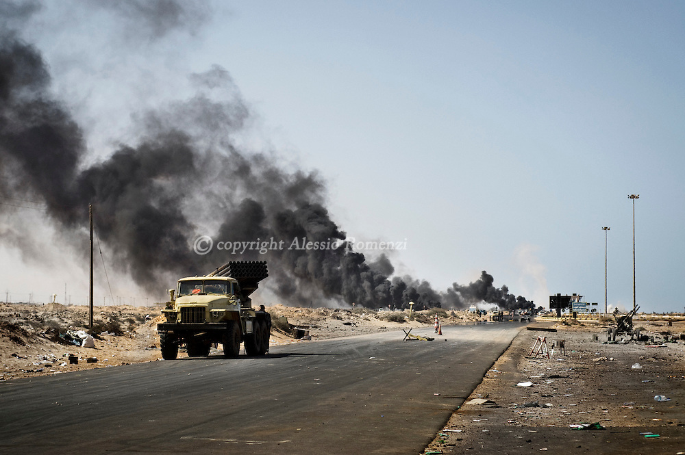 LIBYA, RAS LANUF :  The frontline (rebels side) on March 11, 2011 in Ras Lanuf, Libya. Government troops loyal to Libyan leader Moammar Gaddafi drove opposition forces out of the strategic oil town, forcing a frantic rebel retreat through the desert. ALESSIO ROMENZI