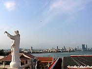 Vista desde el Campanario de la  Iglesia y Convento de San Francisco:Su iglesia fue construida en 1673, arruinándose durante los incendios de 1737 y 1776 para volverse a utilizar y ser modernamente remodelada. El área del convento fue ocupada por una escuela pública y también se encuentra en su interior el Salón Bolivariano donde se llevó a cabo el Congreso Anfictiónico dirigido por el insigne libertador Simón Bolívar.El  Casco Antiguo de la  Ciudad de Panamá es declarado Patrimonio de la Humanidad por UNESCO en el año de 1997. .(Victoria Murillo/Istmophoto)