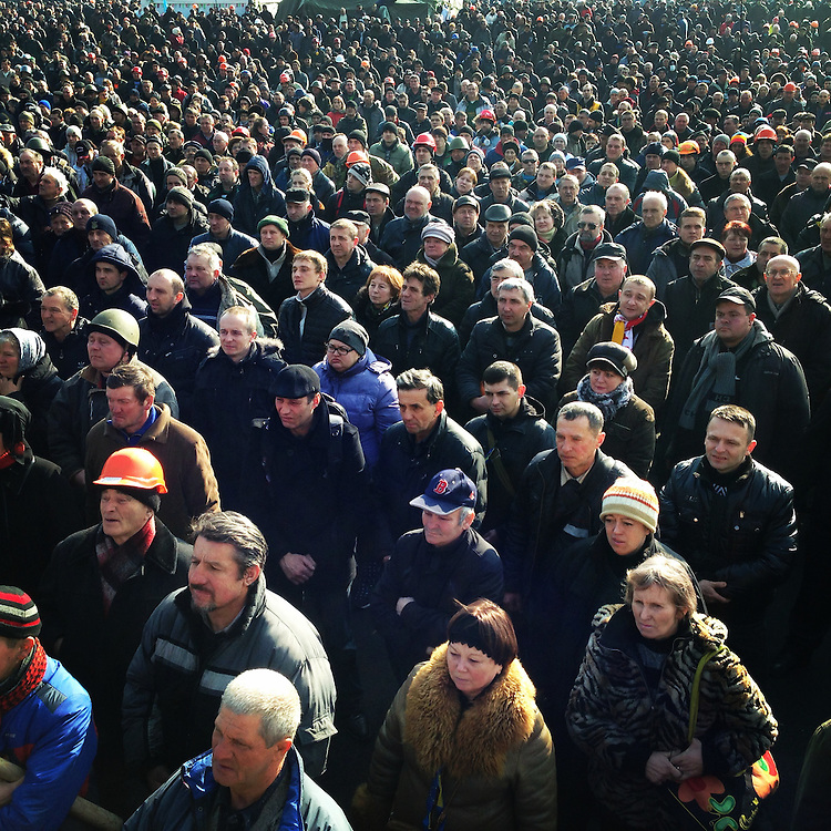 People crowd #euromaidan to hear the latest on a reported agreement to resolve #ukraine crisis, Feb. 21, 2014. #kyiv #euromaidan #україна #київ #евромайдан #primecollective