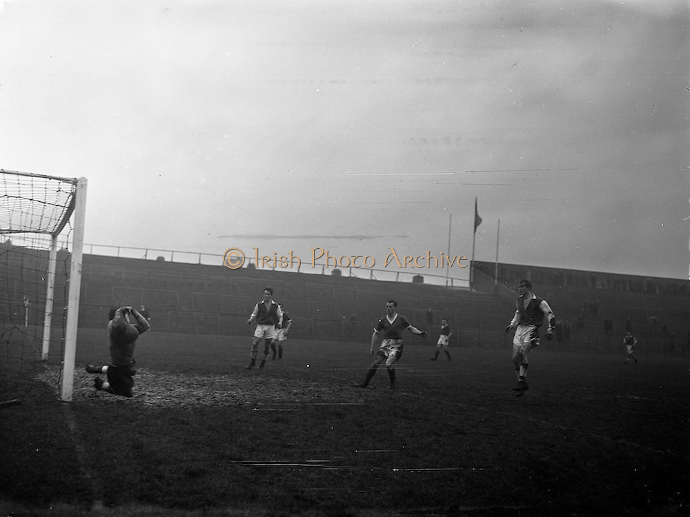 22/02/1958<br /> 02/22/1958<br /> 22 February 1958<br /> Soccer: League of Ireland Cork Hibernians v St. Patricks Athletic at Dalymount Park, Dublin.