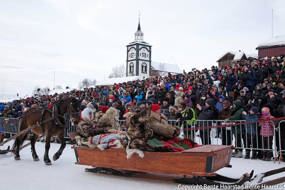 The winter fair Rørosmartnan is a national event with approximately 75.000 visitors each year. The World Heritage site Røros forms a unique backdrop. As part of the opening ceremony over eighty equipages from Sweden, Østerdalen, Hedmark, Gauldalen and Tydal participate in a parade, marking the arrival in Røros after travelling for up to 15 days in the old-fashioned manner with horse and sleighs.