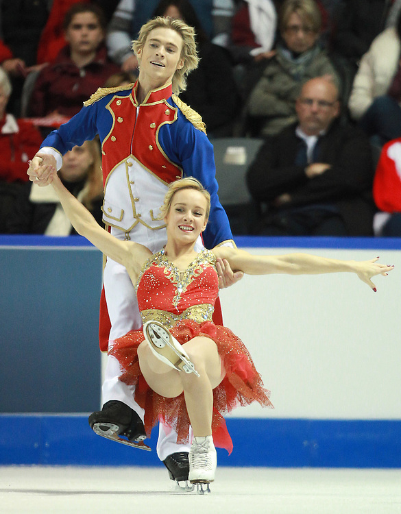 20101029 -- Kingston, Ontario --  Pernelle Carron and Lloyd Jones of France skate their short dance in the ice dance competition at the 2010 Skate Canada International in Kingston, Ontario, Canada, October 29, 2010.<br /> AFP PHOTO/Geoff Robins