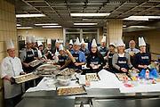 Beiersdorf, Mitarbeiter backen Kekse für die Weihnachtsfeier von Hinz&Kunzt