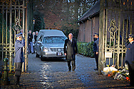 8-12-2014 - BRUSSEL BELGIUM -  The coffin with the body of Queen Fabiola is transferred from the Castle Stuyvenberg to the Chapel Laeken Castle. The King Filip and Queen Mathilde , King Albert and Queen Paola, Princess Astrid and Prince Lorenz and Prince Laurent and Princess Claire are present. COPYRIGHT ROBIN UTRECHT