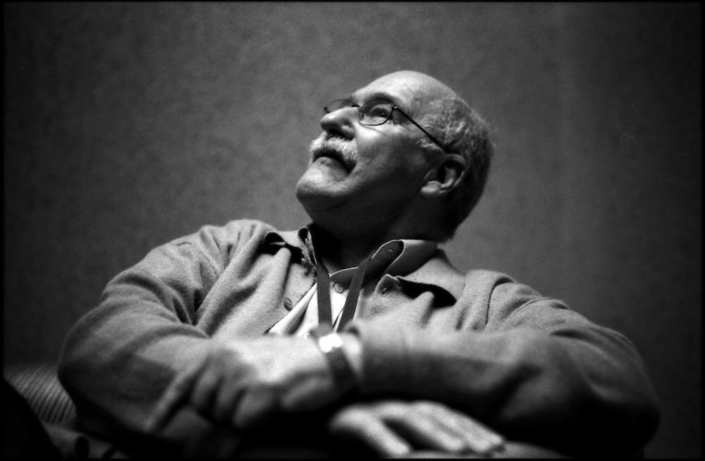 PORTRAITS / RETRATOS<br /> <br /> Reinaldo Gonzalez<br /> Escritor Venezolano<br /> Caracas - Venezuela 2004<br /> <br /> (Copyright &copy; Aaron Sosa)