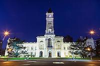 PALACIO MUNICIPAL DE LA PLATA, ACTUAL CASA DE GOBIERNO, AL ANOCHCER, LA PLATA, PROVINCIA DE BUENOS AIRES, ARGENTINA (PHOTO © MARCO GUOLI - ALL RIGHTS RESERVED)