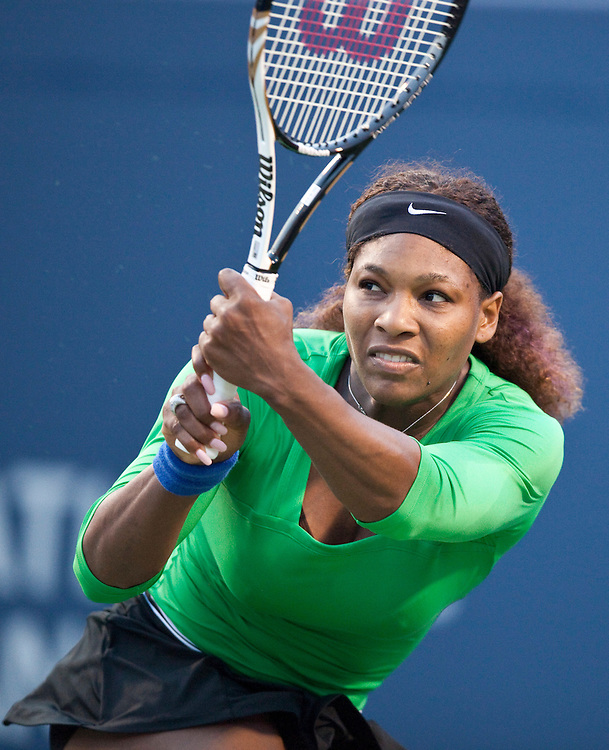 Serena Williams of the United States returns a shot during her straight sets victory over Victoria Azarenka of Belarus in the semi-finals at the Rogers Cup WTA event in Toronto, Ontario, August 13, 2011.<br /> AFP PHOTO/Geoff Robins