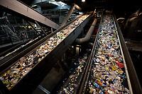 03 JAN 2012, BERLIN/GERMANY:<br /> Sortieranlage fuer Anfall / Wertstoffe aus der Gelben Tonne, Alba Recycling GmbH, Berlin-Mahlsdorf<br /> IMAGE: 20120103-01-015<br /> KEYWORDS: Wertstoffe, Recycling, Alba Group, Urban Mining, Gelber Sack, Gruener Punkt, Gr&uuml;ner Punkt, Duales System, Muell. M&uuml;ll. Verwertung
