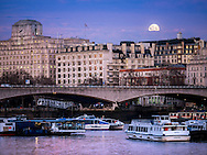 Moon Setting over the River Thames this morning London, Britain - 25 Jan 2016 <br /> SME