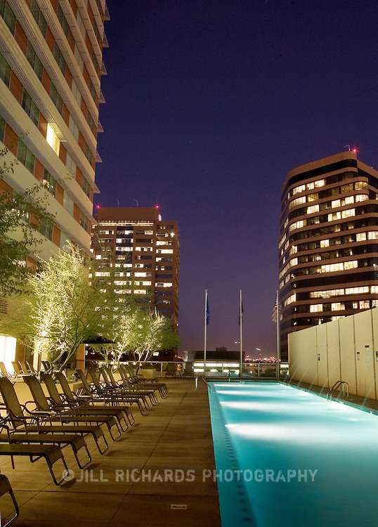 The Sheraton Hotel located in the heart of downtown Phoenix, Arizona offers meeting groups visiting the Phoenix Convention Center more lodging options with 1,000 smoke-free rooms.