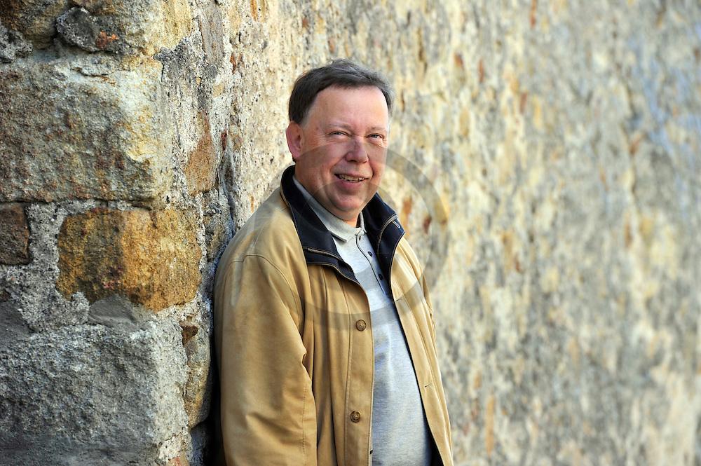 20/05/11 - MONTPEYROUX - PUY DE DOME - FRANCE - Christian IZALGUIER, auteur regionaliste - Photo jerome CHABANNE
