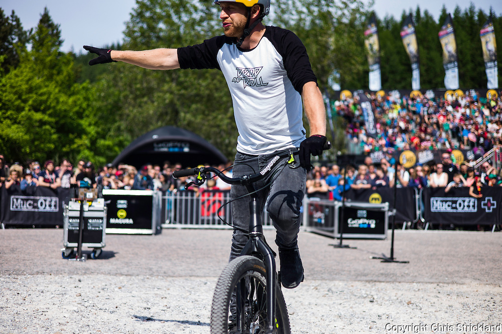 Nevis Range, Fort William, Scotland, UK. 4th June 2016. Danny MacKaskill performs some alternative tricks at the World Cup. The worlds leading mountain bikers descend on Fort William for the UCI World Cup on Nevis Range.
