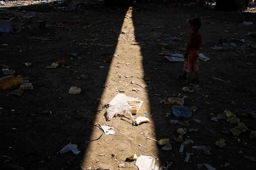 Shadows thrown by the Gazela bridge in the Nova Gazela settlement.