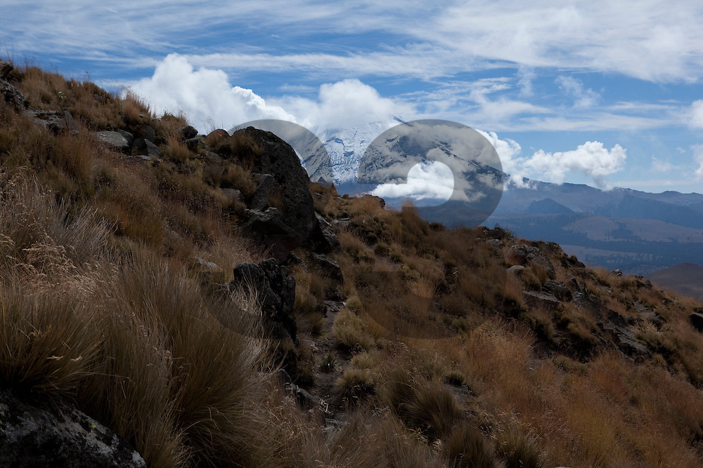 """View from the Iztaccihuatl volcano in Mexico, part of the images of the documentary """"Extraordinariamente Simple"""""""