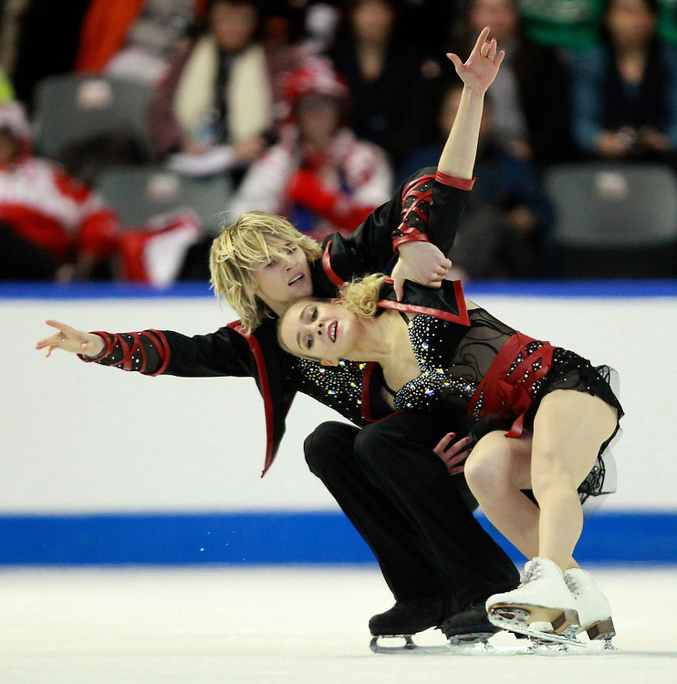 20101031 -- Kingston, Ontario -- Pernelle Carron and Lloyd Jones of France skate their free dance at Skate Canada International in Kingston, Ontario, Canada, October 31, 2010. <br /> AFP PHOTO/Geoff Robins