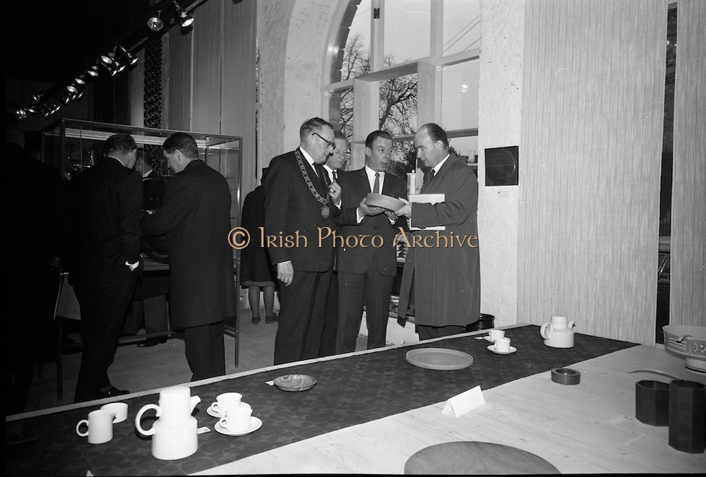 Opening of Kilkenny Design Workshop. Viewing a piece of pottery are Ald. J. McGuinness, Mayor of Kilkenny, John Haughey, Chairman C.T.T., Dr. P.J. Hillery, Minister for Industry and Commerce and W.H. Walshe, chairman.<br /> 15.11.1965
