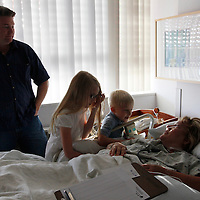 Bariatric surgical patient Carolyn Dawson (R) is visited by her family with husband Kelly (L), daughter Katya (2nd L) and son Kevin shortly after Dawson underwent laparoscopic gastric bypass at Rose Medical Center in Denver August 30, 2010 performed by Dr. Michael Snyder. Dawson hoped to lose almost 150 pounds with the help of the procedure. REUTERS/Rick Wilking (UNITED STATES)