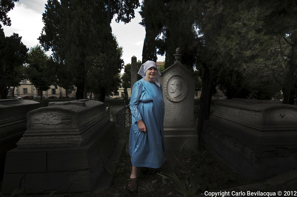Julia Bolton Holloway, Hermit of the Holy Family, For four years he lived as a hermit at Montebeni, Florence, in a room without heating. Now she lives in the English Cemetery in Florence. Scholar of medieval and medieval hermit Julian of Norwich which is inspired.